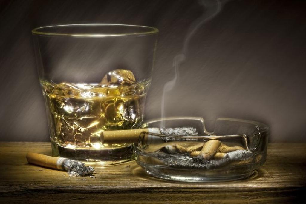 abbahagyta a dohányzást abbahagyta az ivást